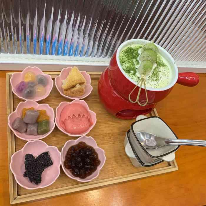 想知道上海申井冰店加盟费多少吗?
